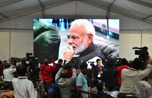 Did Modi see the camera and hug the head of the ISRO 2