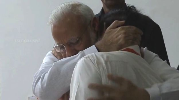 Did Modi see the camera and hug the head of the ISRO 5