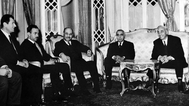 Former president of Sham Amin al-Hafiz on the right